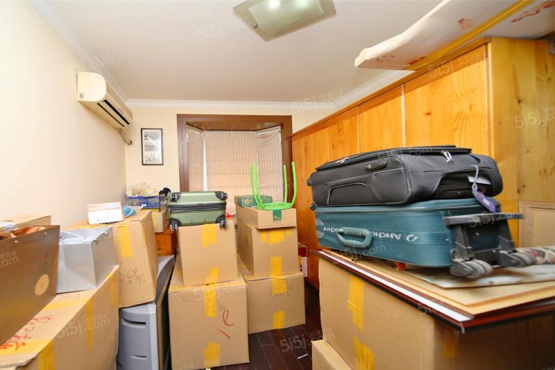 南北的户型,厨房朝北,客厅带窗户,全明户型,通风程度好.图片