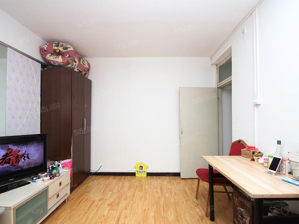 东滨河路  一居室 出售