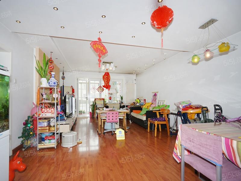 可以按商品房满五年一套出售、南北通透三居室、采光好户型佳!