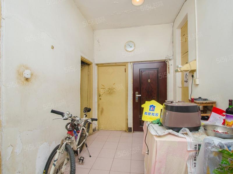 大两居室 看房方便 中间楼层,南北通透