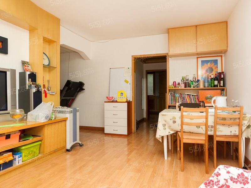 科育社区新楼龄 中间楼层2居室,户型方正带大客厅 满五年公房