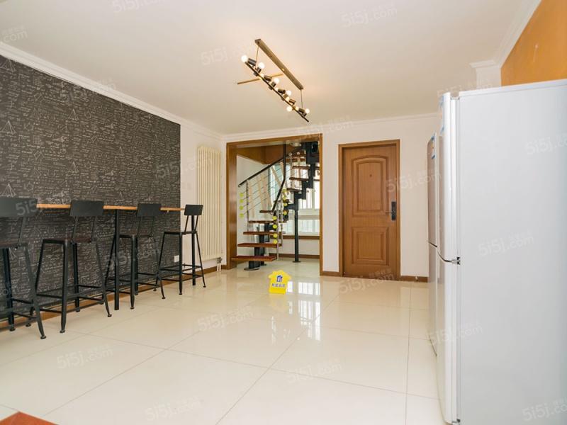 复式4居+精装+业主诚意出售+可签约 低总价 看房方便