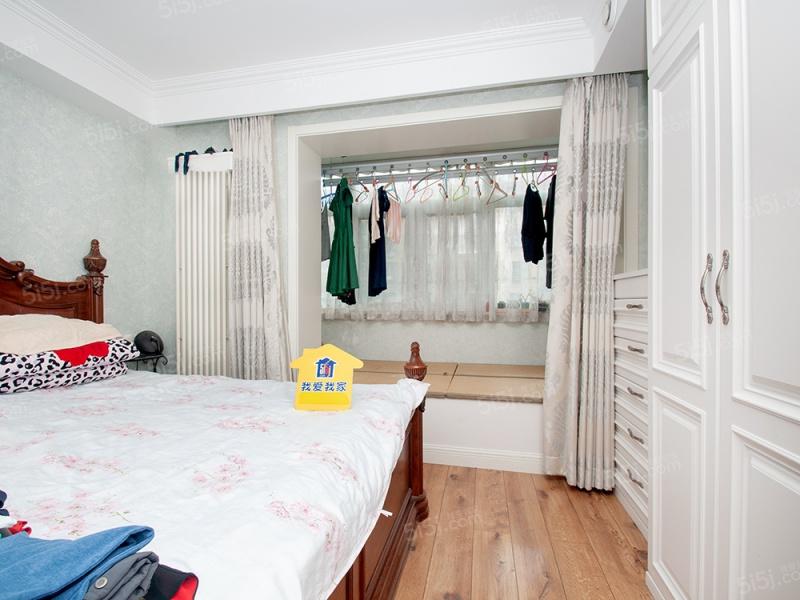 豪华装修+公园旁+绿化好+南北两居室+中间楼层