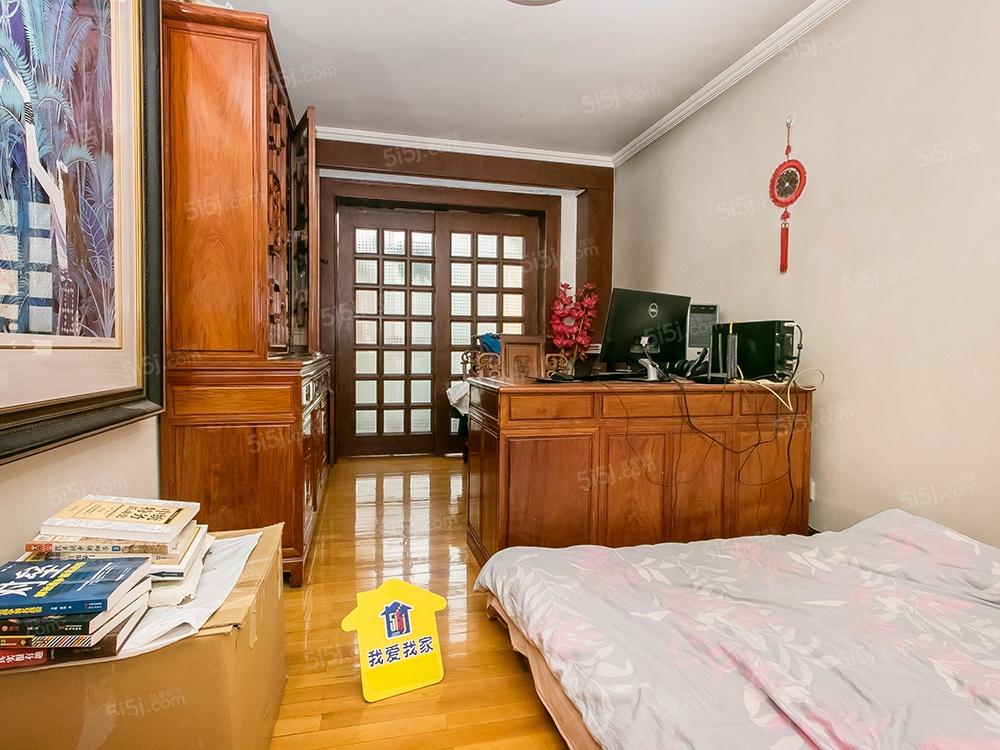 东花市板楼,西南北朝向,三居室,中楼层满五一套,公房
