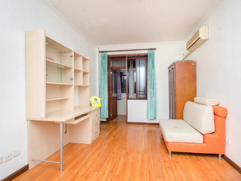 钢院校内满五年低楼层两居室带保姆间,业主诚心出售
