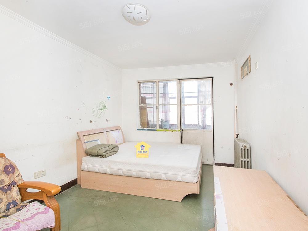 北三环马甸桥,电信宿舍,板楼中间层小两居,户型方正