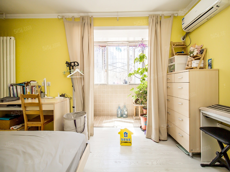 业主自住装修 中低2层 满五年唯一优选二居室