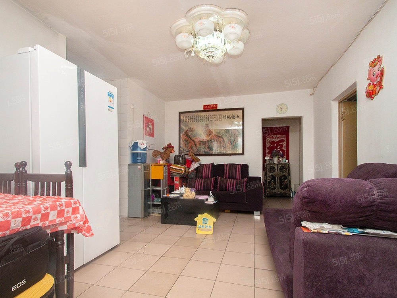 交通便利,带大客厅正规两居室