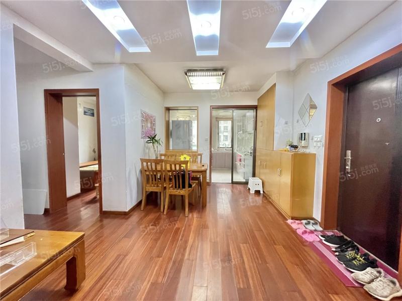南京我爱我家红山新城,颐和家园,电梯中间小三房,随时可看,水曲柳家具全送