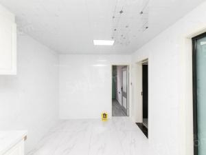 精装自住房,采光无遮挡,房东诚售,看房方便 价格可谈