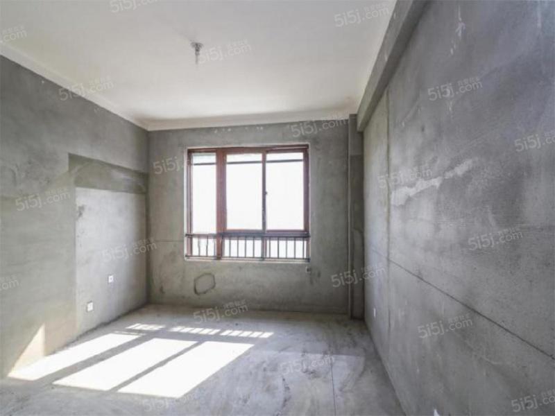 钟灵街紫金华府 三房双卫 电梯次新房