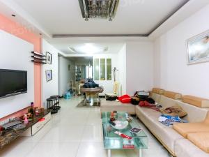 香城花园 通透大两房 满五 装修包养良好,拎包入住