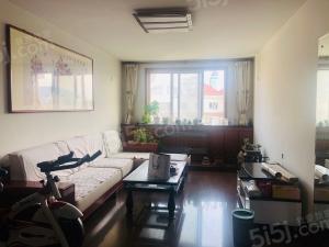 青岛我爱我家地铁房学区房,购物方便,顶楼加阁楼复式房,价格可谈