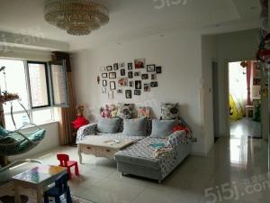 青岛我爱我家印象湾,精装修三室两厅两卫,边户好位置。