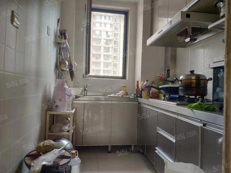 青岛我爱我家中南世纪城一期,精装套二,已满两年的地铁房,价格面议第6张图