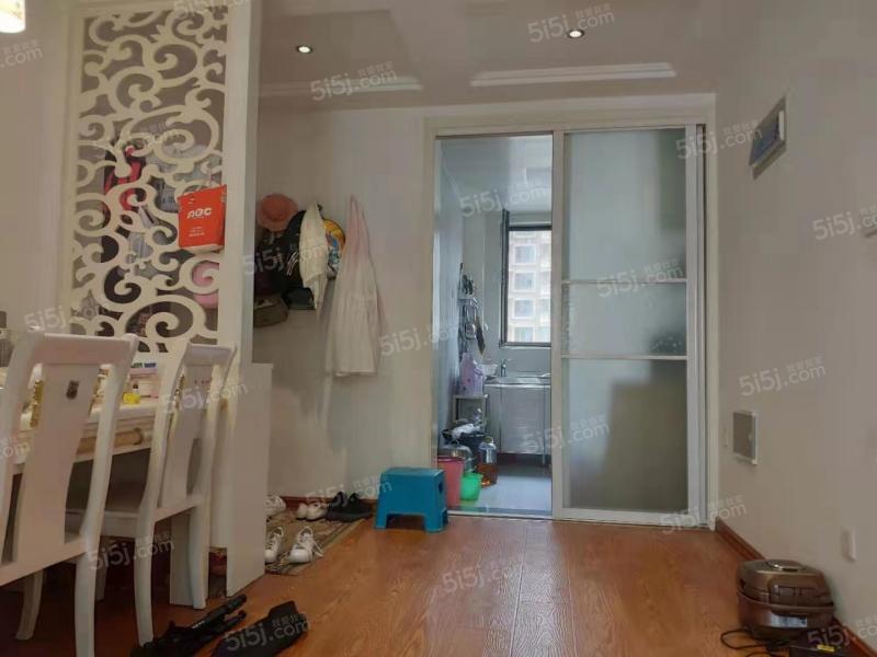 青岛我爱我家中南世纪城一期,精装套二,已满两年的地铁房,价格面议第2张图