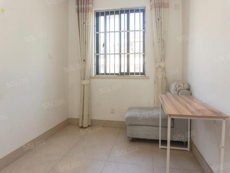 南大和园 简装三房带阁楼好位置 满2年 诚心卖二手房