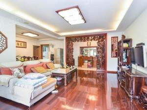 小高层出来房子啦 典雅中式风 红木家具保养超好 大气三房