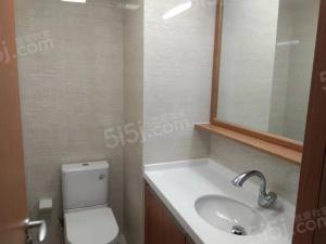 万科信成道三房出租,价格性价比很高的 ,周边的配套设施齐全的