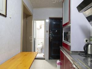 新街口版块,秣陵路商圈居家单室套,总价低采光好