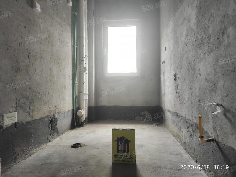 青岛我爱我家海上嘉年华前排海景房无遮挡,客厅开间6米,5.8米挑空第7张图