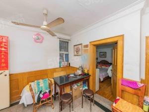 新上!公交一村中间楼层两室客厅带窗户全明户型总价低诚心出售!